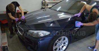 Снятие защитной пленки с BMW F10 фото 3