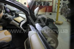 Фото бронирования стекол BMW i3 - 3